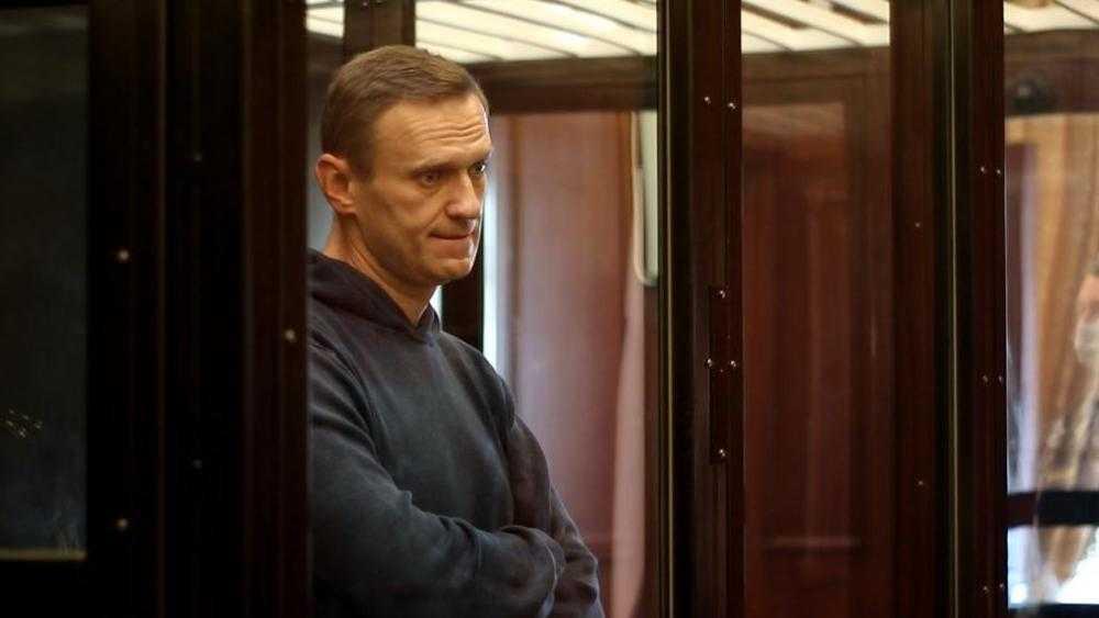 Зачем Запад сдал Навального и отправил его в опломбированном самолете домой