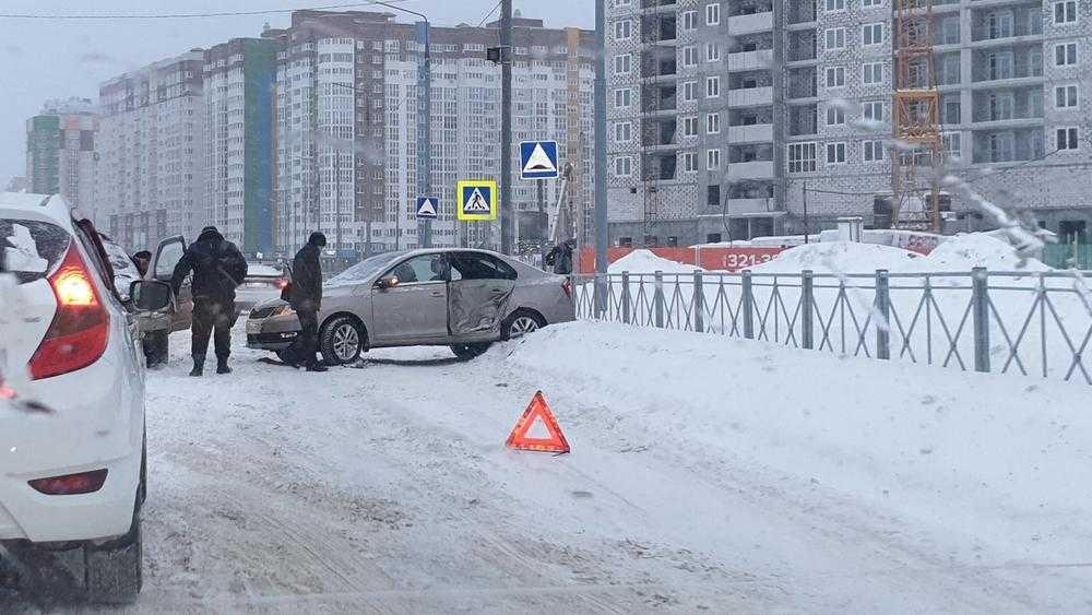 Брянские водители на заснеженных дорогах совершили более 40 ДТП