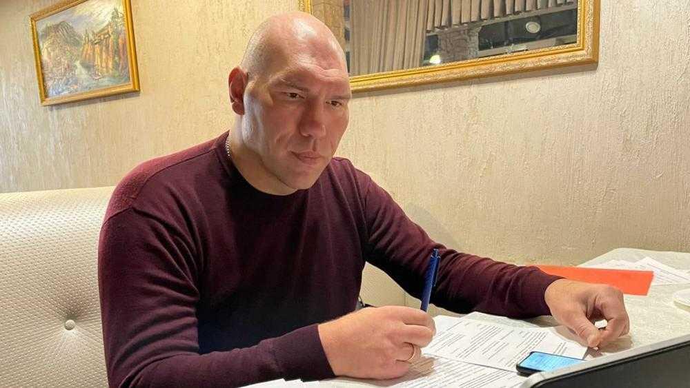 Брянский депутат Николай Валуев рассказал об опасностях Twitter