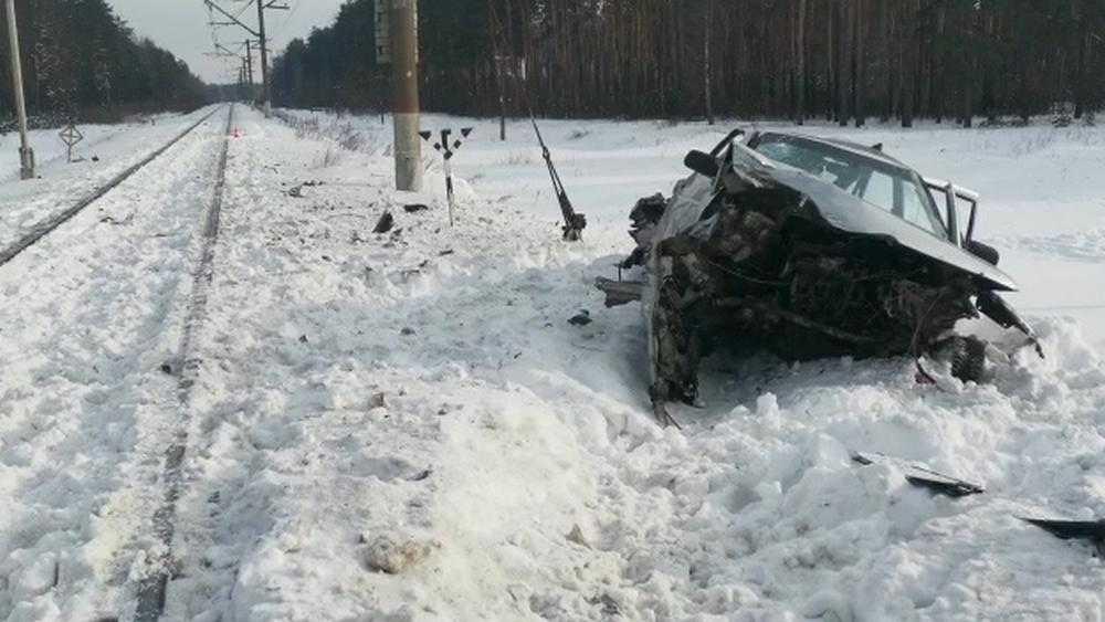 Брянская полиция обратилась к очевидцам гибели 3 человек в ДТП на переезде