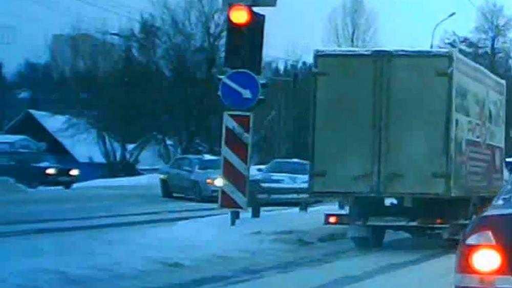 В Брянске сняли видео столкновения автомобилей на аварийном участке