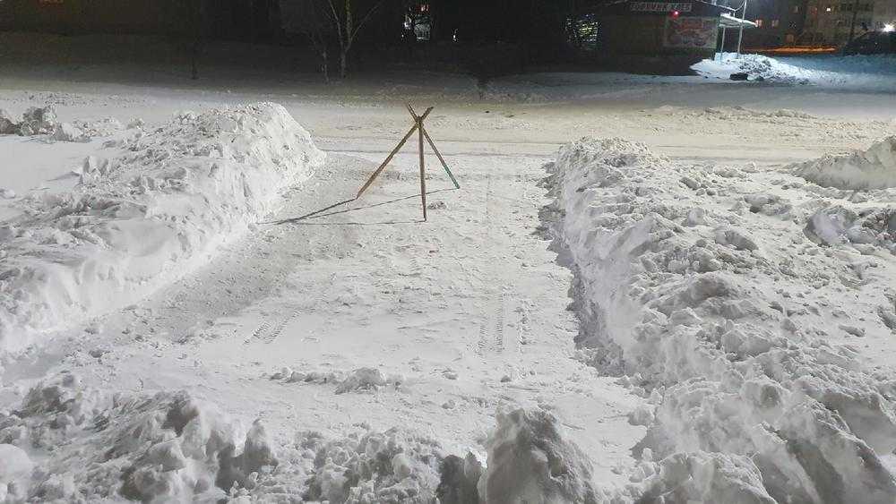 Брянцы перегодили очищенные от снега места под стоянки для своих авто