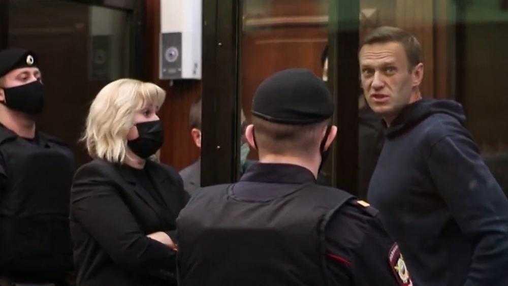 Юрист: Навальный в суде показал себя истеричным человеком