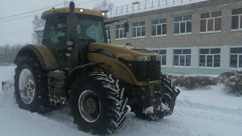 Техника брянского холдинга «Охотно» вышла на расчистку дорог от снега