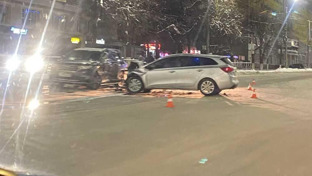 В Брянске возле автовокзала столкнулись две легковушки