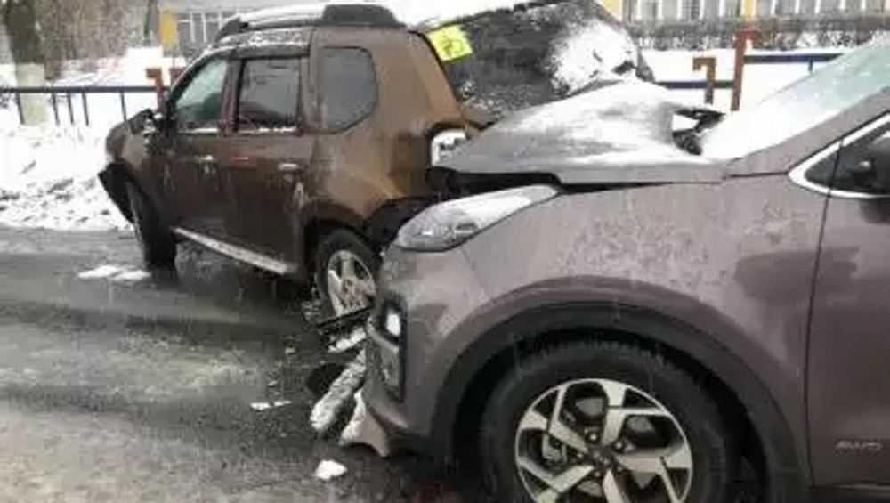 В Брянске на Бежицкой 61-летний водитель устроил массовое ДТП