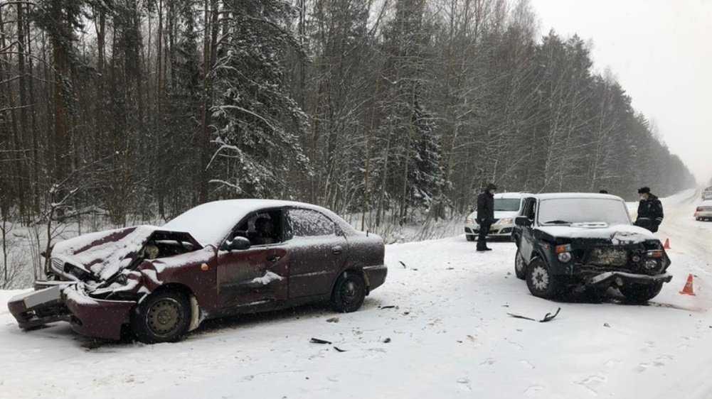 Под Унечей на трассе столкнулись три автомобиля – пострадал водитель