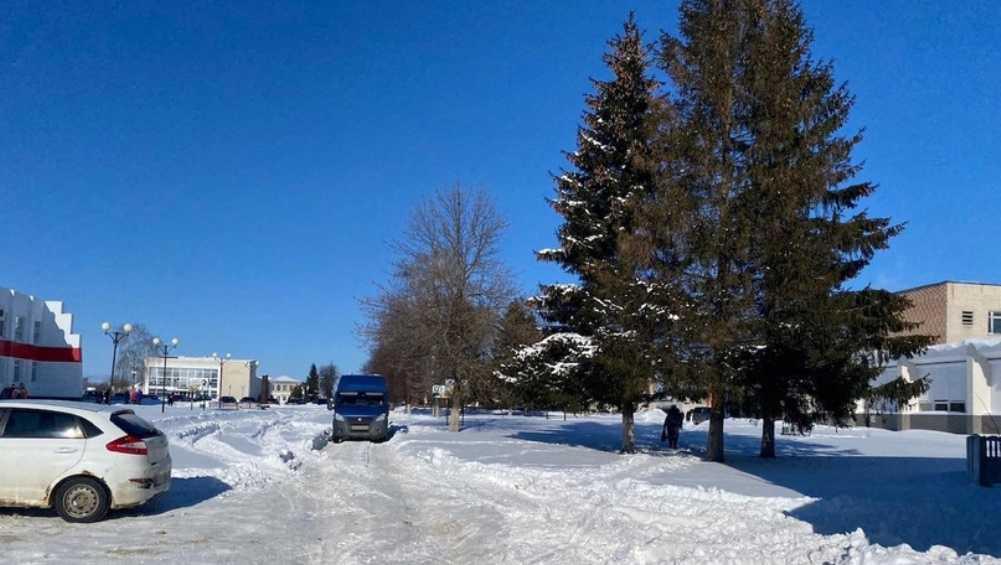 В Комаричах Брянской области фургон задавил 67-летнего мужчину
