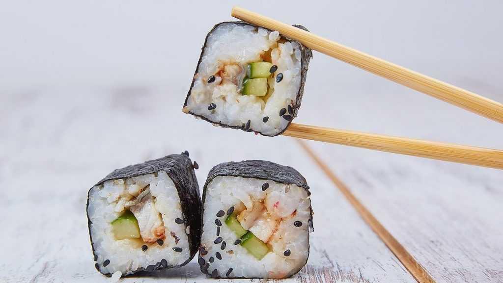 Брянские антимонопольщики пресекли продажу неизвестных суши