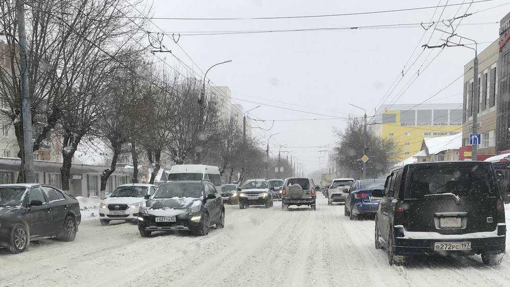 Утро в Брянске началось с огромных автомобильных пробок