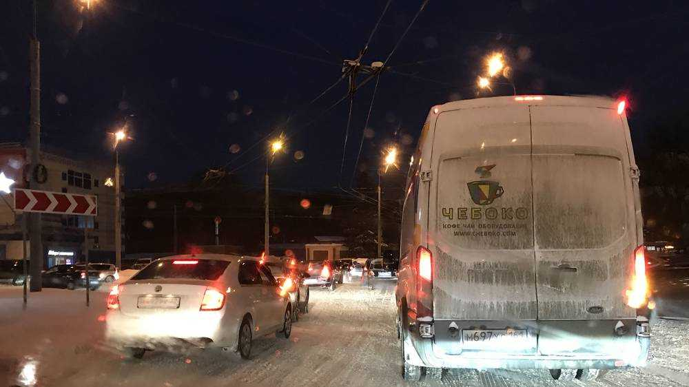 Сущий автомобильный хаос возник в Брянске на кольце возле «Полтинника»