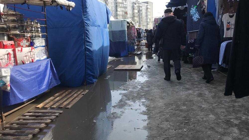 В Брянске белорусская ярмарка утонула в грязи и лужах