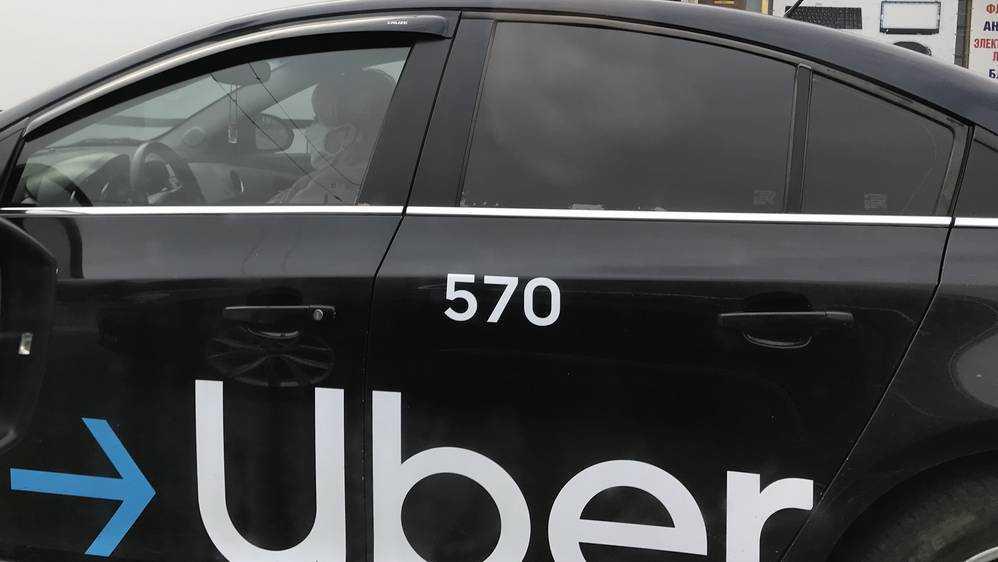В Брянске после снегопада резко выросли цены на такси