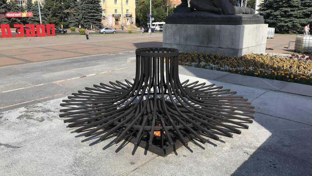 На площади Партизан в Брянске неожиданно потушили Вечный огонь