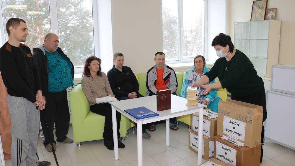 Более 150 книг передано в Навлинскую районную больницу