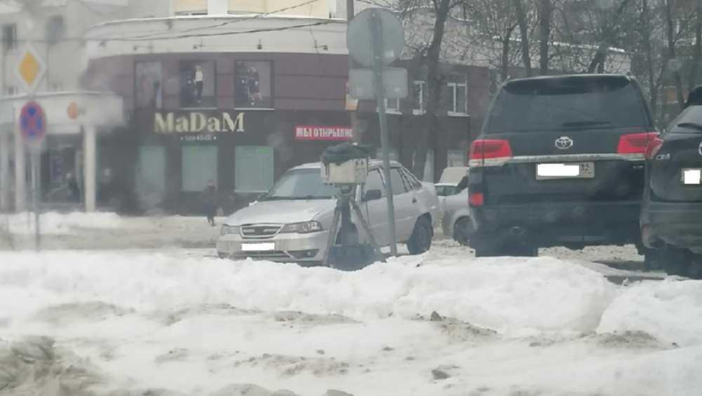 В Брянске водителей предупредили о фотоловушке ГИБДД у автовокзала