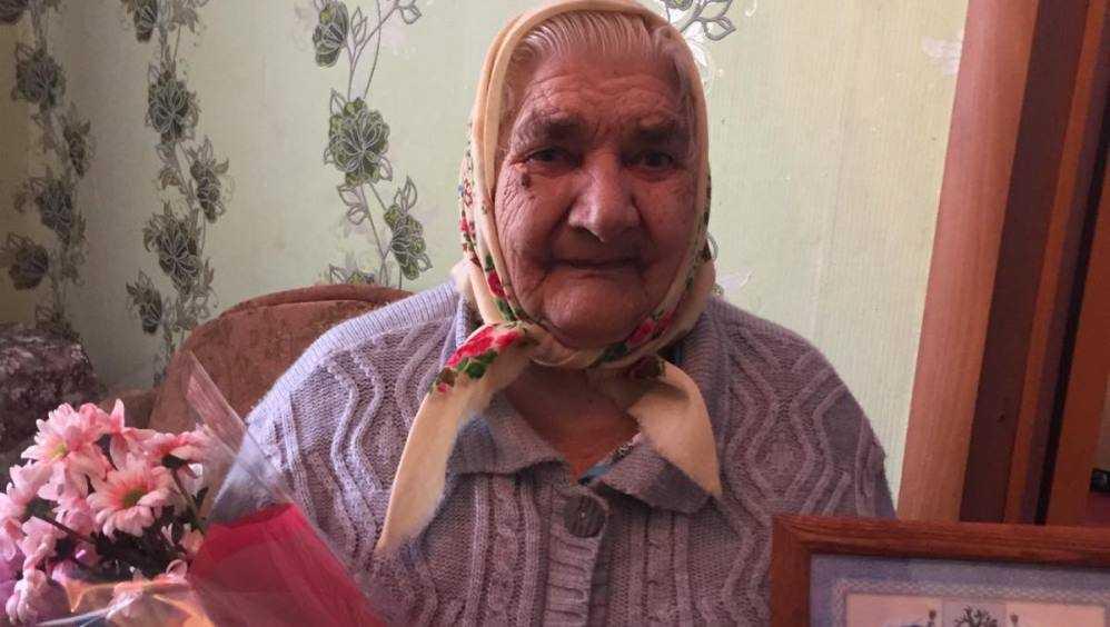 Путин поздравил с 90-летием жительницу Стародуба Любовь Климовцову