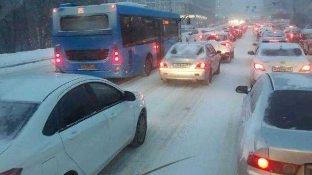 В Брянске водителя автобуса № 25 наказали за объезд пробки по встречке
