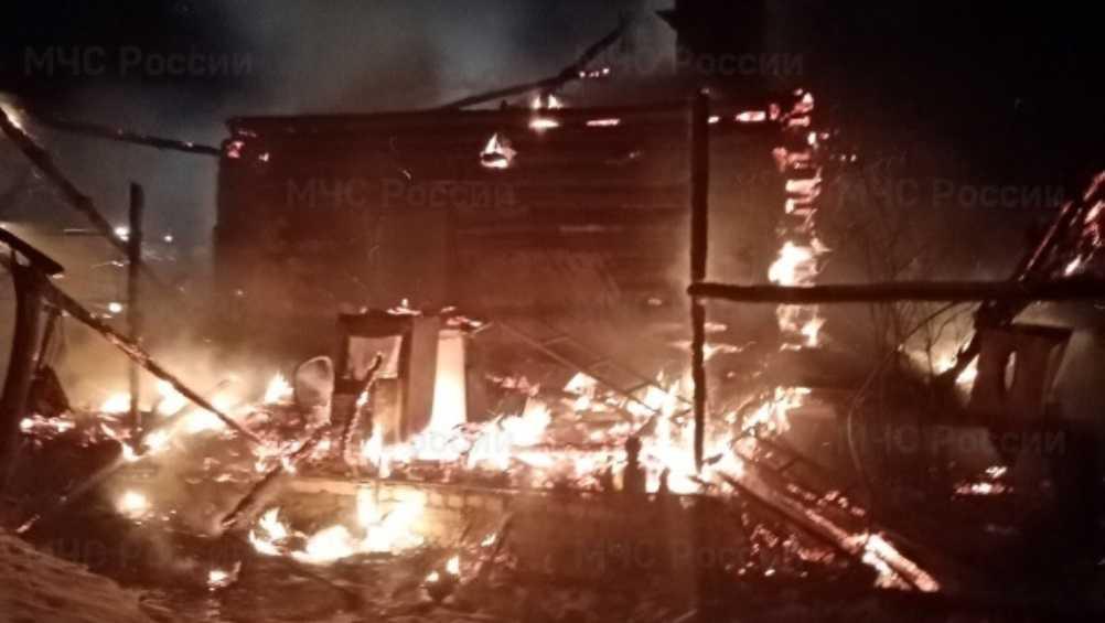 Под Комаричами Брянской области при пожаре в доме погибла женщина
