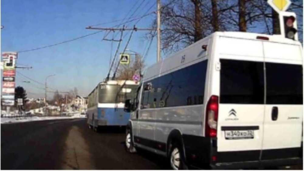В Брянске водителя маршрутки наказали за проезд на красный свет