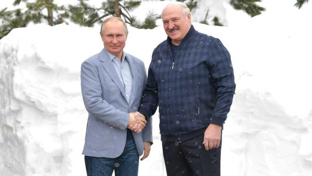 Песков заявил, что речь об объединении России и Белоруссии не ведется
