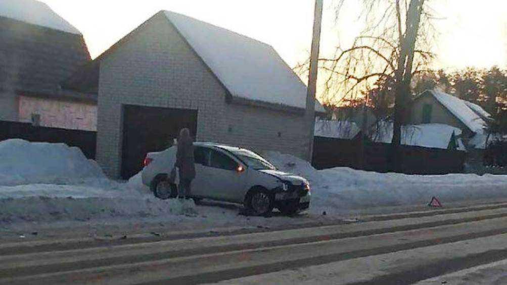 В брянском посёлке Нетьинка разбилась автомобилистка