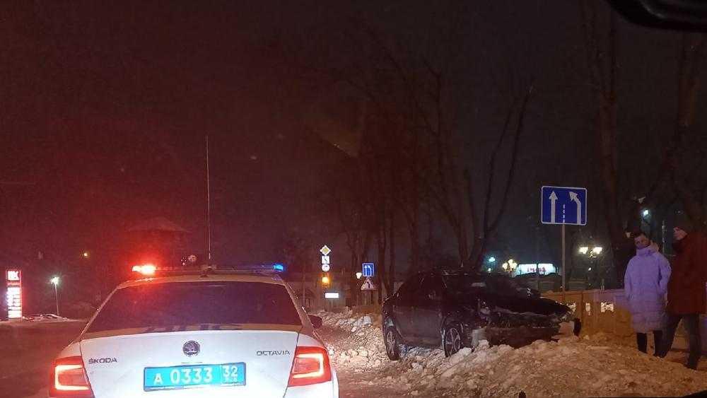 Возле вокзала Брянск-I автомобилист попал в неприятности
