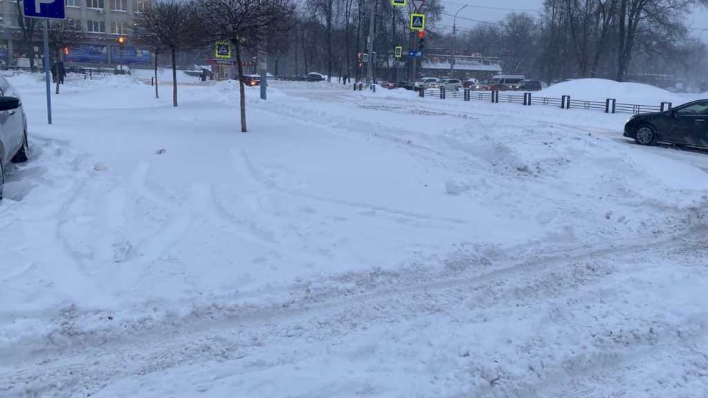 Из-за метели огромные пробки образовалась на главных улицах Брянска
