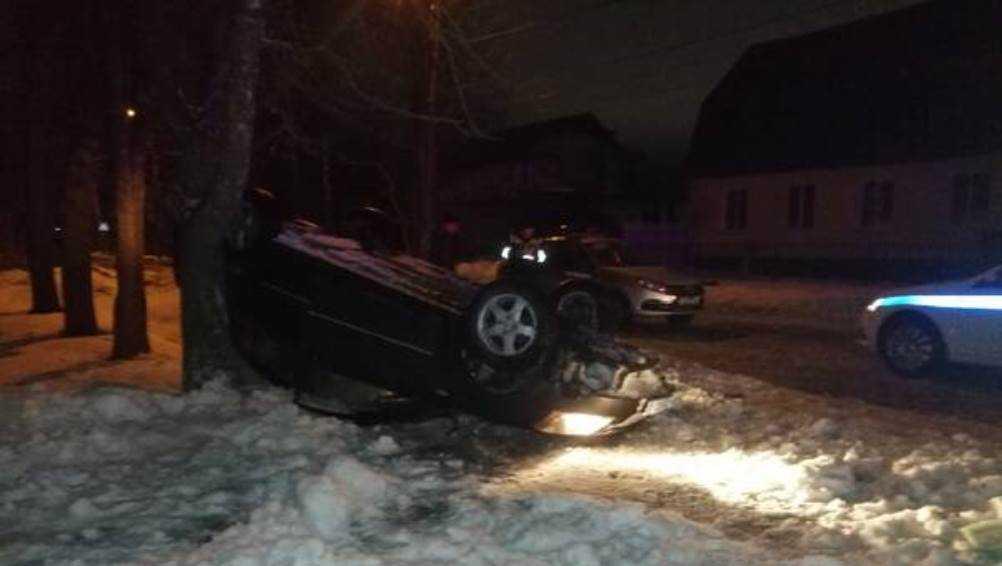 В Брянске водитель иномарки попал в ДТП, уходя от погони полиции