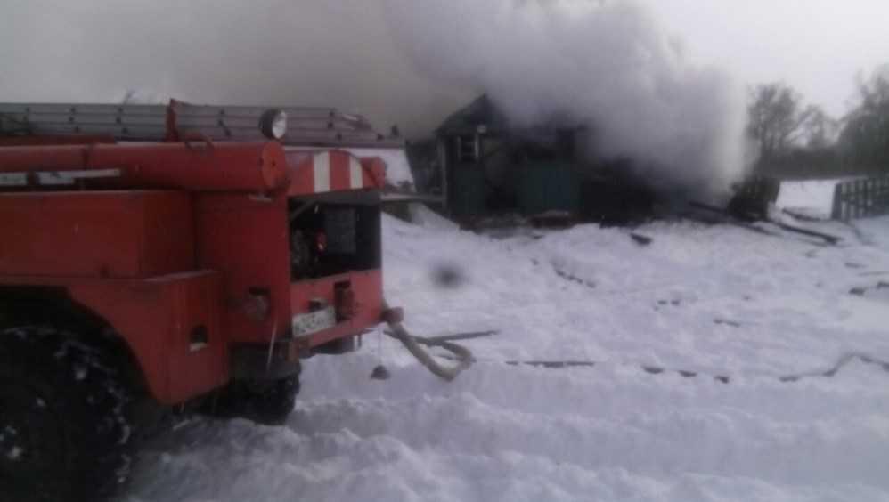 В Суземском районе пожарные спасли человека из горевшего дома