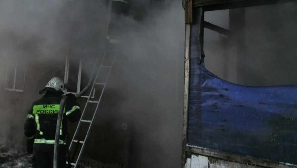 В брянском посёлке Больше Полпино потушили горевший дом