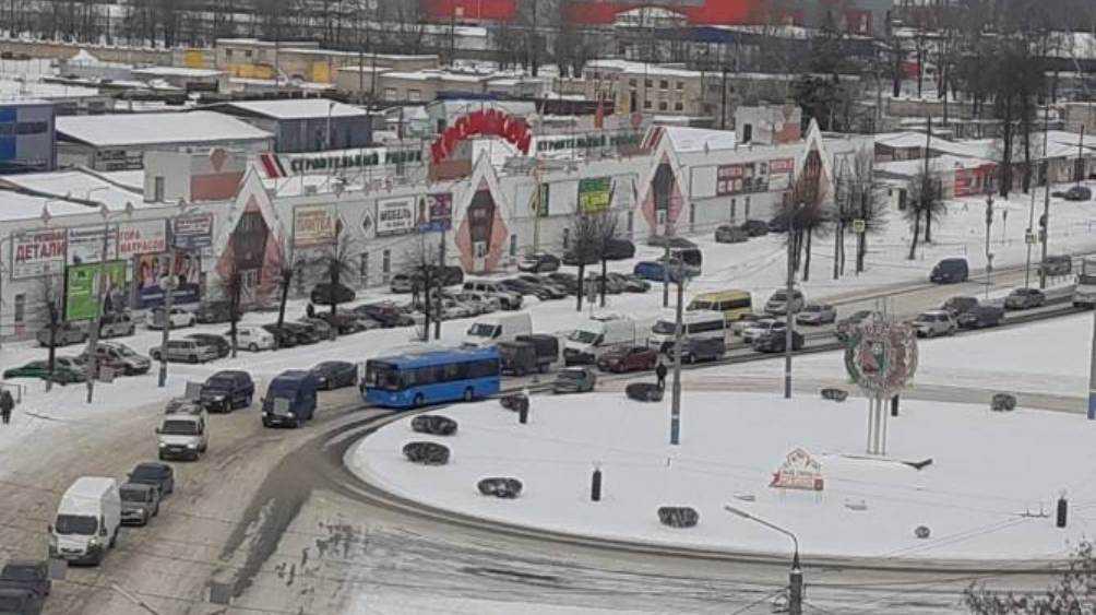 В Брянске из-за ДТП на улице Литейной образовалась пробка
