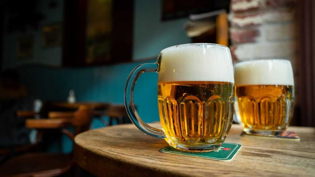 В Брянске торговку задержали за продажу пива 17-летней девушке