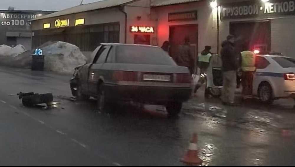 В Брянске две легковушки не поделили дорогу на улице Речной