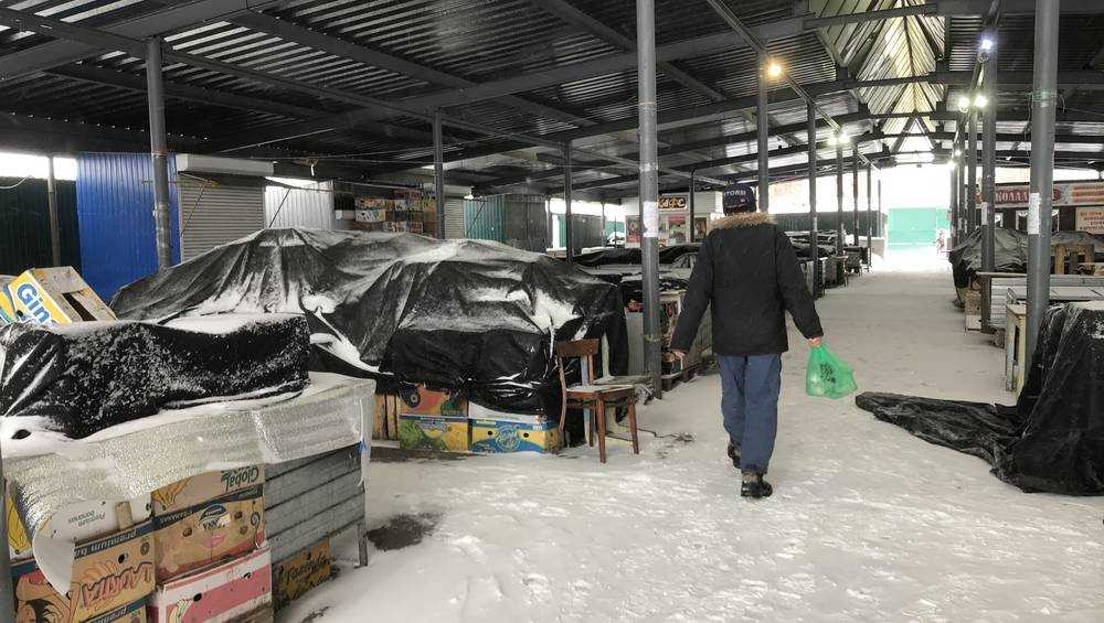 В Брянске из-за снегопада закрылся рынок