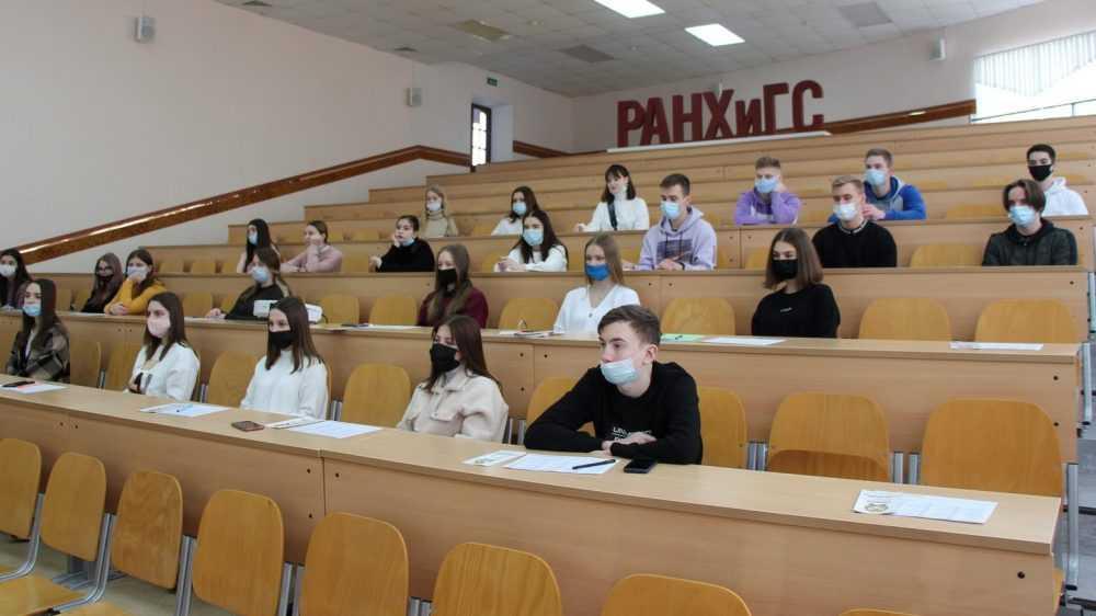 В Брянске школьным активистам рассказали о профессиональном выборе