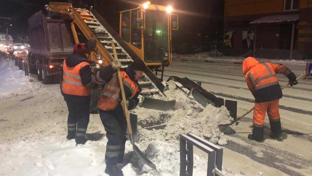 С улиц Брянска за ночь вывезли более 2000 тонн снега