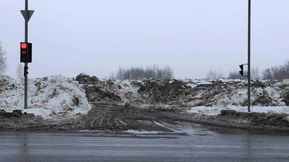 Чиновники нашли в центре Брянска место для выгрузки грязного снега