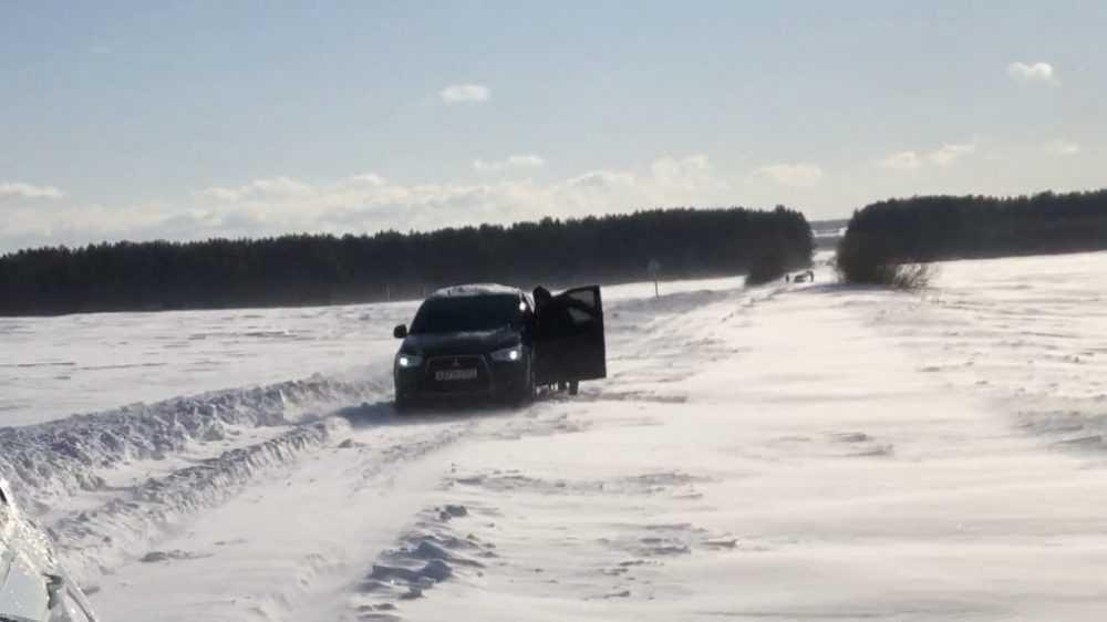 Брянские водители застряли на дороге из-за снежных завалов
