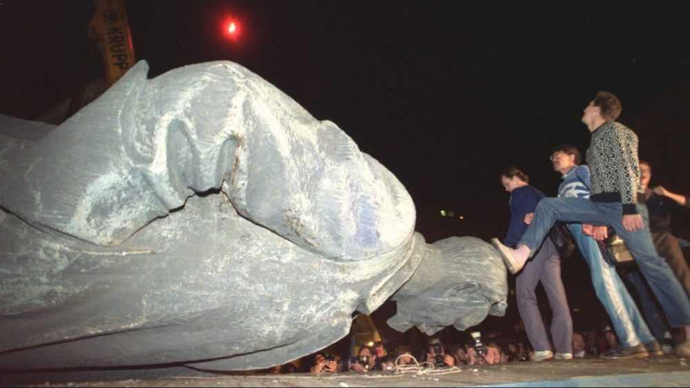 Москвичи обсудят восстановление памятника «кровавому большевику» Дзержинскому