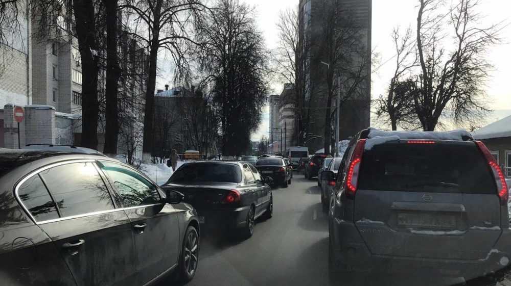 Движение на улице Фокина в Брянске остановилось из-за пробок