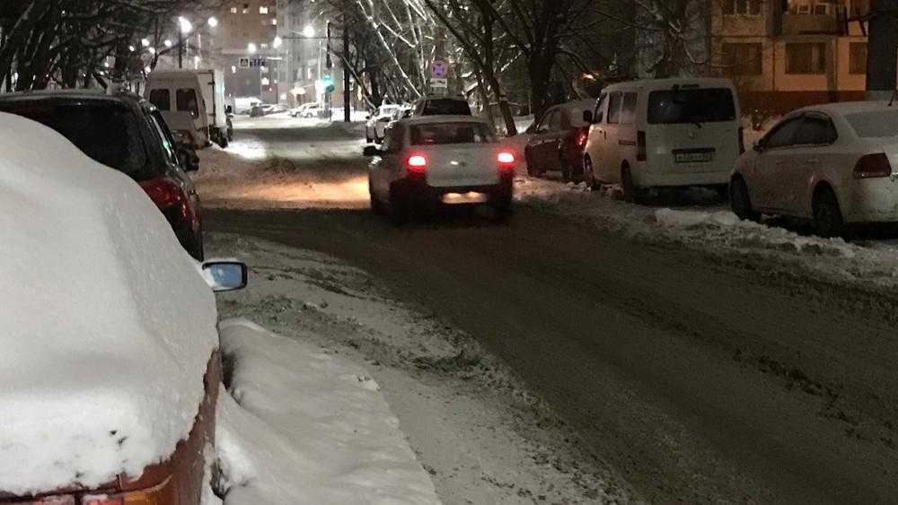 Замуровались, демоны: в Брянске дороги сузили на 5 метров