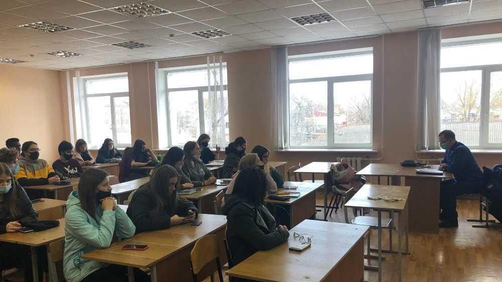 Брянским студентам рассказали об ответственности за экстремизм в сети