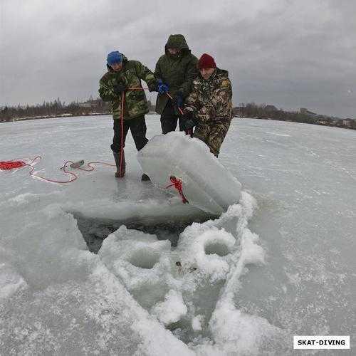 Брянские ныряльщики установили рекорд пребывания подо льдом