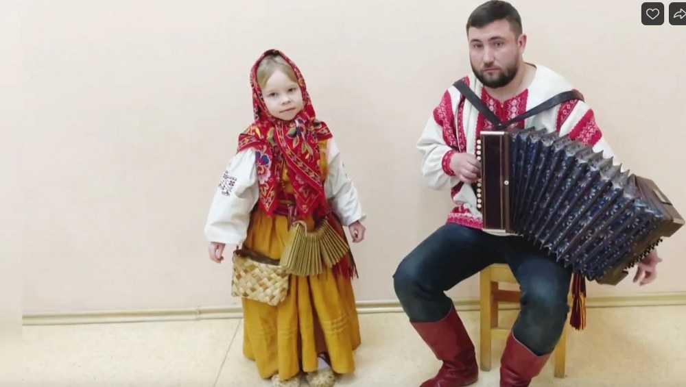 Брянцы могут поддержать маленькую частушечницу в конкурсе «Русское диво»