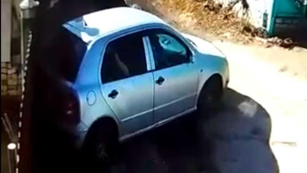 В Стародубе сняли видео о помявшей чужие ворота смелой автомобилистке
