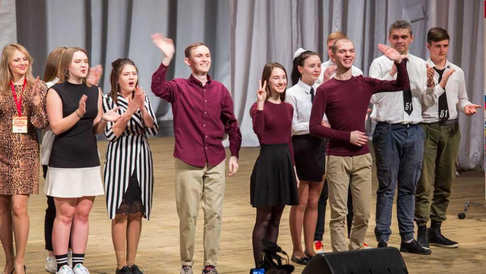 Жителей Брянска повеселил ХХIХ фестиваль студентов «Шумный балаган+»