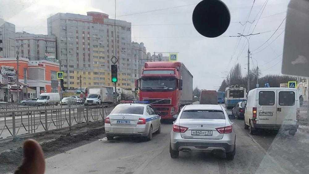В Брянске пьяного водителя фуры из Молдавии задержали на встречной полосе