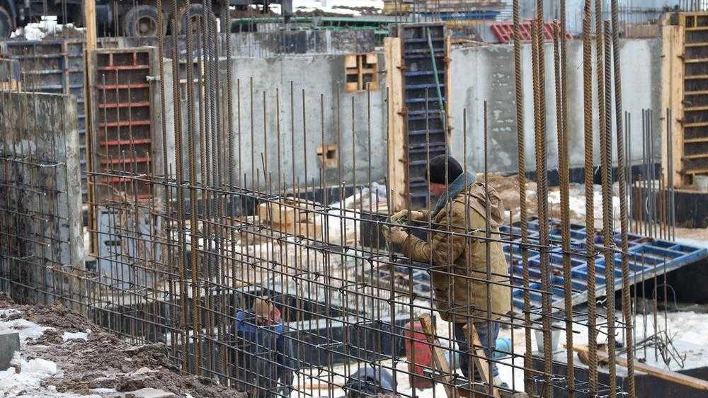 В Брянске на улице Романа Брянского забили сваи для новой школы на 1225 мест