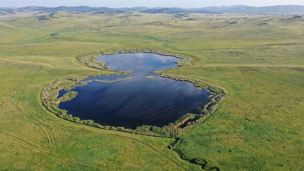 Брянец Игорь Шпиленок поздравил женщин снимком озера в виде цифры 8